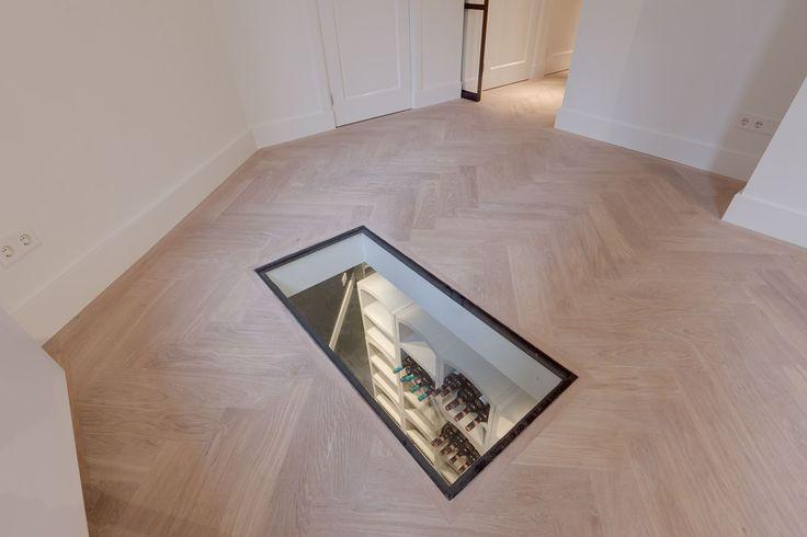 DE LAIRESSESTRAAT 144-hs, 1075 HL AMSTERDAM Uniek en volledig gerenoveerd benedenhuis met tuin en prachtige hoge plafonds met een oppervlakte van 255m² gelegen in één van de mooiere straten in Amsterdam Oud-Zuid. Het appartement is volledig o