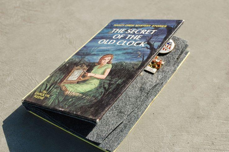Titancia: Pin Book