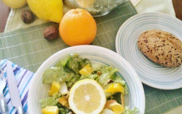 Colore gusto e salute: Insalatona croccante agli agrumi. Una delizia per gli occhi e per il palato. Le insalatone miste da semplice contorno diventano piatti mangia-sano piatti-estivi piatto.unico