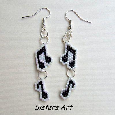 """Orecchini """"Notte di note"""" realizzati con perline delica, by Sisters Art, in vendita su http://www.misshobby.com/it/negozi/sisters-art"""