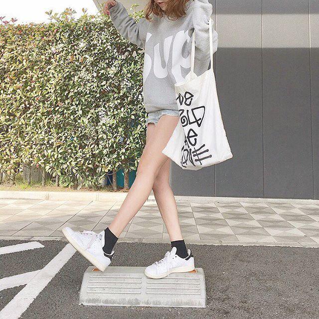#ootd #スエット #supreme #シュプリーム #デニムショーパン #adidas #スタンスミス #stussywomen  コーディネートの詳細はブログに買いてます☺︎↓ https://pressblog.me/users/maimaimai1016