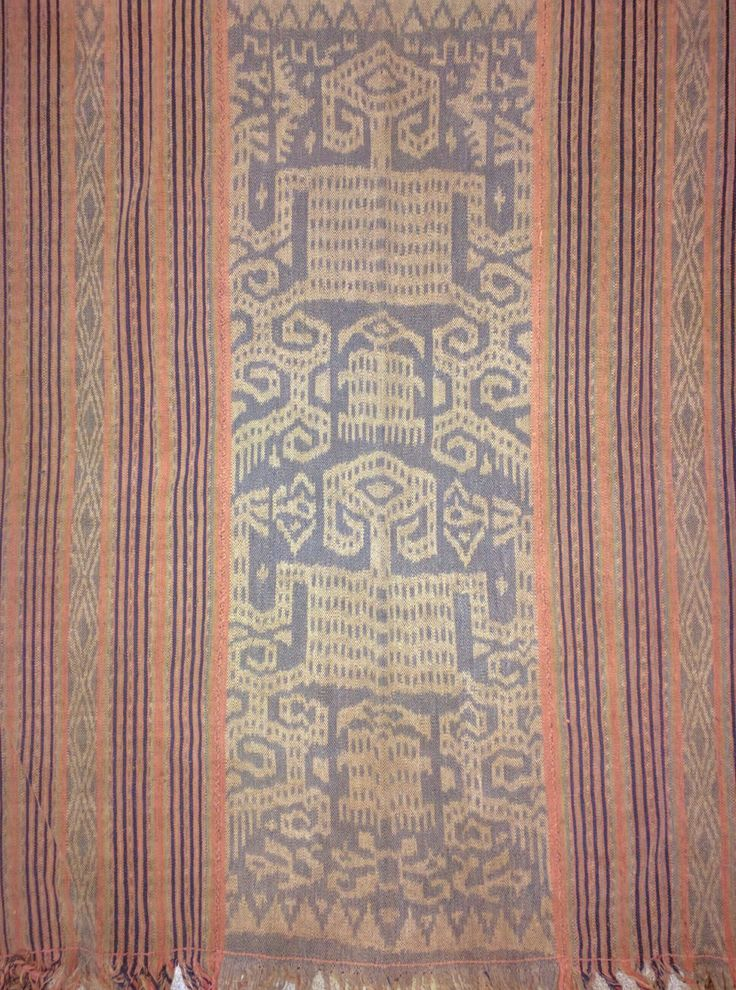 West Timor men's hip wrapper. #ikatntt #ikat natural dyes, Handspun cotton www.kulukgallery.com