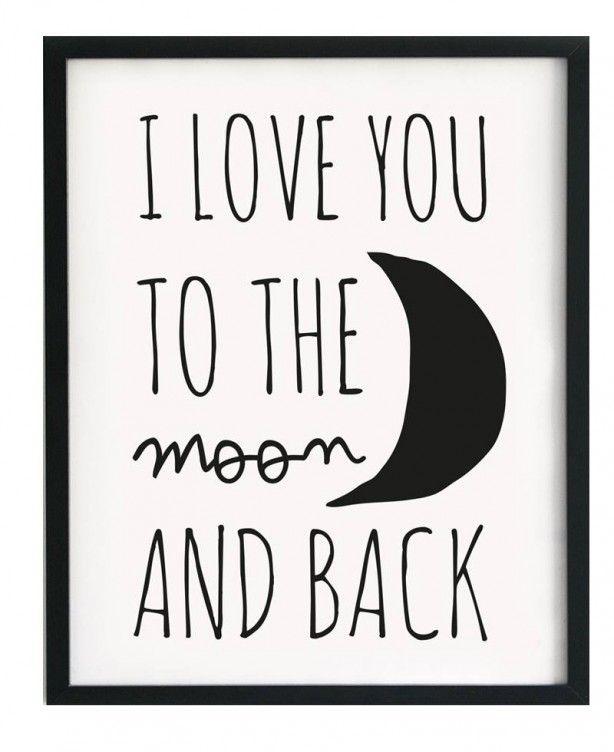 Deze poster heeft de tekst: I love you to the moon and back. Dat is wel heeeel veel.