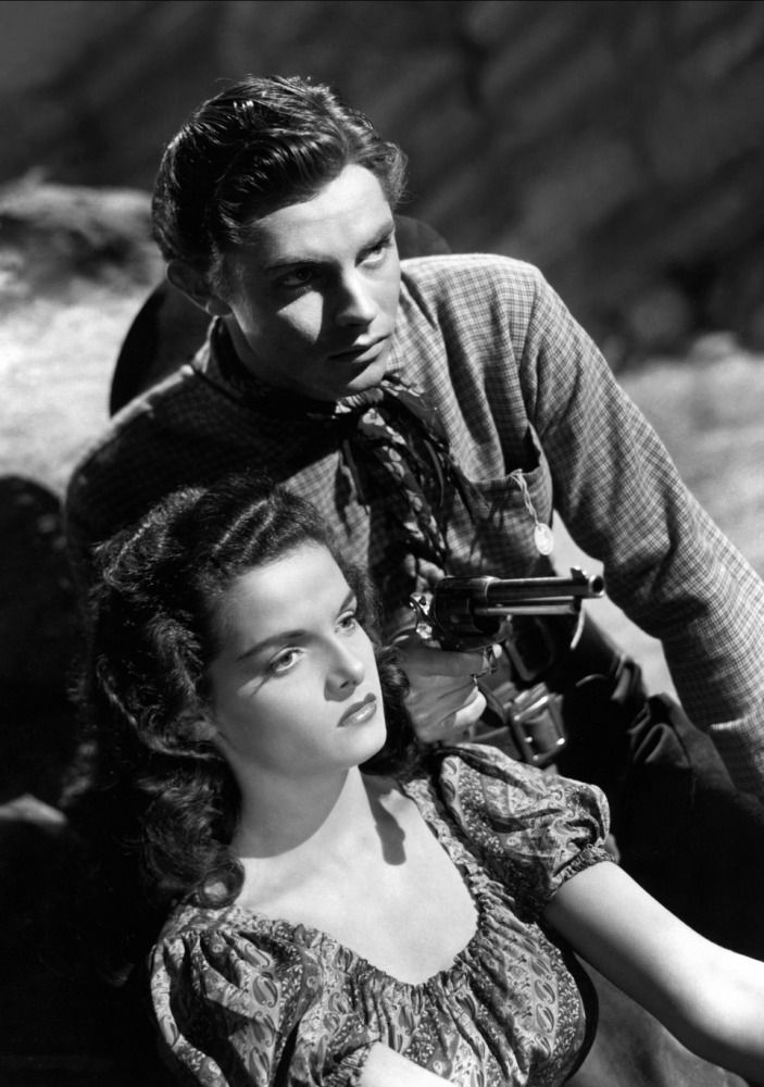 Jack Buetel and Jane Russell in The Outlaw (1943) – Parchen Fotos