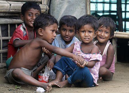ミャンマー西部ラカイン州の難民キャンプで遊ぶロヒンギャ族の子供たち=10日、シットウェ近郊(EPA=時事) ▼13Nov2014時事通信|「ロヒンギャ」呼称使用に抗議=州知事が国連総長に-ミャンマー http://www.jiji.com/jc/zc?k=201411/2014111301044 #Sittwe #Rohingya ◆Rohingya people - Wikipedia http://en.wikipedia.org/wiki/Rohingya_people ◆Sittwe - Wikipedia http://en.wikipedia.org/wiki/Sittwe