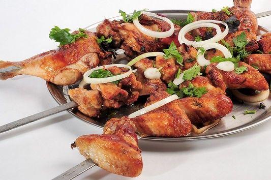 Как приготовить шашлык из куриных окорочков