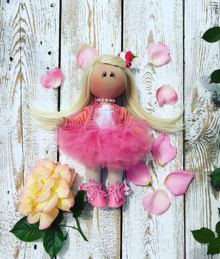 Милая блондиblonde dollкукла#куклавподарок#куклаподзаказ#куклапофото#прическа#дети#цветы#любовь#красота#наряд#одежда#милая#малышка#дети#дочка#моя#подарок#деньрожденьч#лето#отдых#