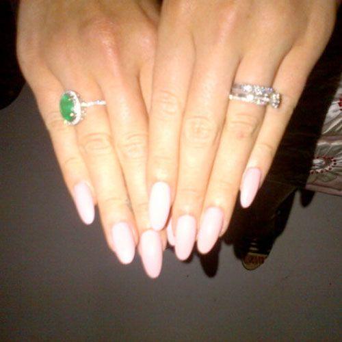 lana-del-rey-nails-pink