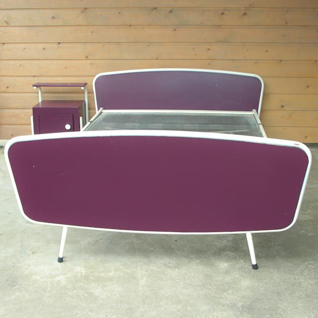 Retro bed (twijfelaar) met nachtkastje. Jaren 60 http://hetleukstevan.nl/winkel/retro-bed-twijfelaar-met-nachtkastje-jaren-60/