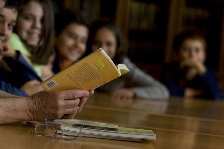 """Encontro de Literatura Infanto-Juvenil da Lusofonia da Fundação """"O Século"""" termina este sábado em Lisboa. Professores bibliotecários desmultiplicam-se em actividades de promoção da leitura. Fazem-no junto dos alunos, mas também dos outros professores, que lêem pouco."""