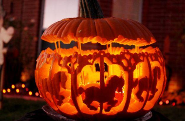 Halloween pumpkins in America: | Halloween in America Vs. Halloween in Scotland