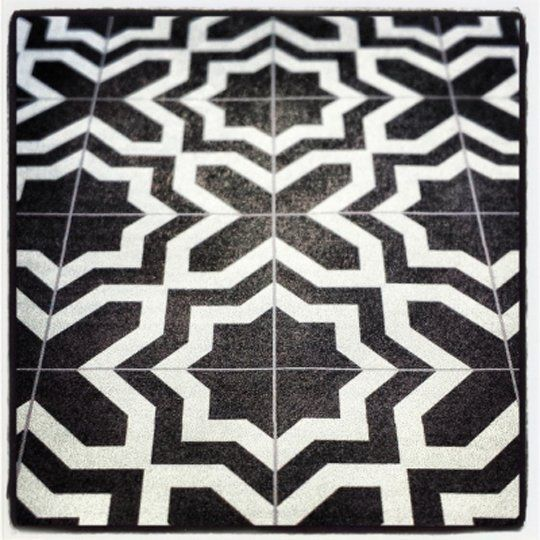 5 Phenomenal Bathroom Tile Combinations: Dramatic Contrast: 20 Gorgeous Black & White Tile Patterns