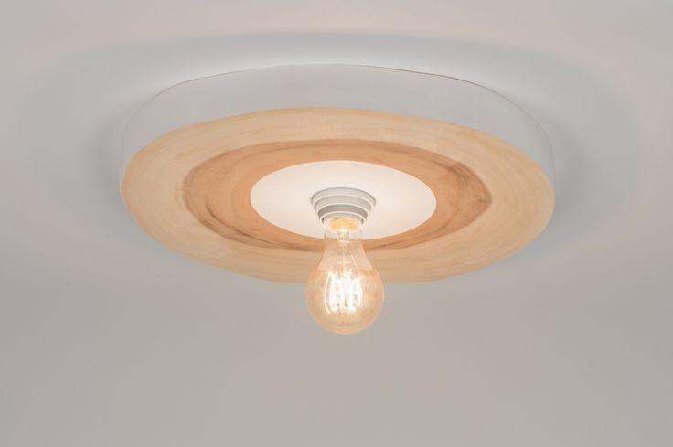 Artikel 72352 Breng de natuur in huis! Deze plafondlamp past perfect bij de Scandinavische trend van dit moment. Deens design zien we momenteel in alles terugkomen; van meubels tot accessoires. Deze plafondlamp sluit daar perfect bij aan. http://www.rietveldlicht.nl/artikel/plafondlamp-72352-modern-landelijk-rustiek-stoere_lampen_raw-hout-hout-licht_hout-rond