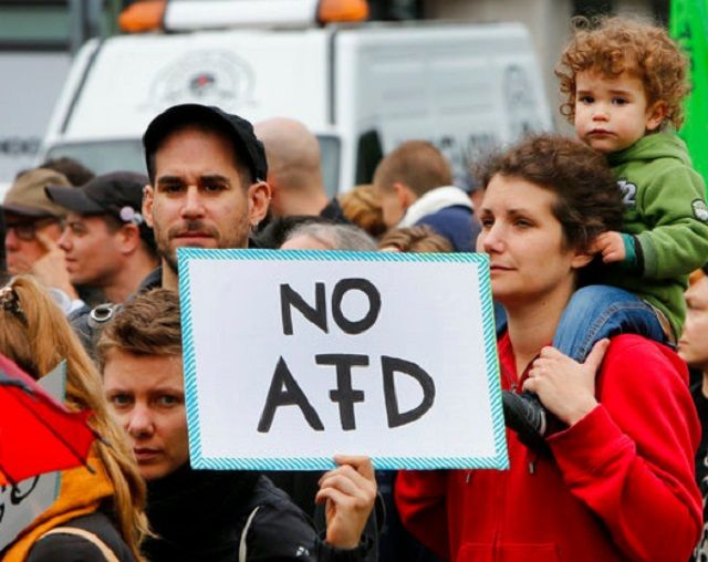 «Ντροπή για τη Γερμανία το ακροδεξιό AfD στη Βουλή»: Τους υπαίτιους αναζητά ο γερμανικός Τύπος για το ότι στη βουλή μπαίνει για πρώτη φορά…
