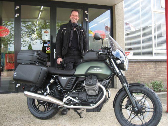 Moto Guzzi, Vespa & Piaggio Dealer: TLM Nijmegen :: Moto Guzzi V7 Stone Touring