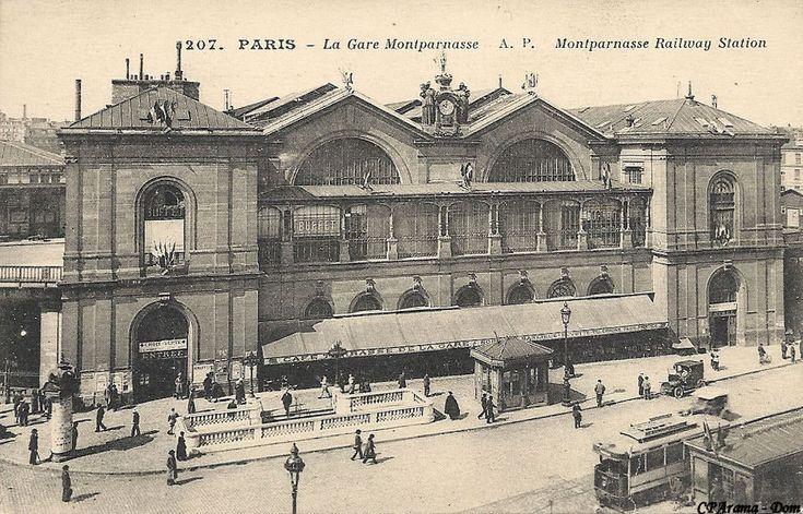 """1900 -Métropolitain - Métro Paris - Ligne 4 - Ligne 6 - Ligne 12 - Ligne 13 - Guimard - Nord-Sud - Station Montparnasse. Il s'agit bien sûr de l'ancienne Gare Montparnasse détruite dans les années 60 et à la place de laquelle s'élève aujourd'hui la Tour Montparnasse. C'était à la fois une station du """"NORD-SUD"""" et une station de la CMP : une station de correspondance (à l'époque on disait """"station d'échange"""")..."""
