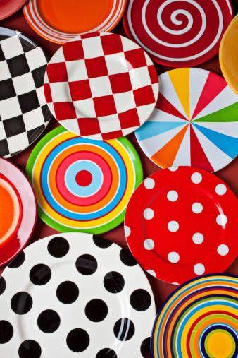 Piatti colorati per la tavola di Carnevale