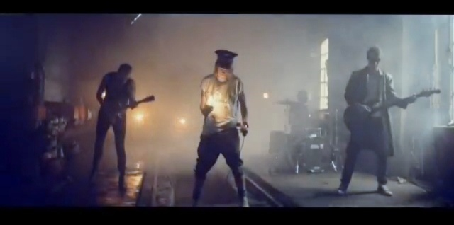 Raske menn musikkvideo fra Krøderbanen: http://www.youtube.com/watch?v=SqxSTCmSg0I