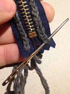 attaching zipper to crochet item - great idea! photo tute (text in swedish and in English) clear and detailed.
