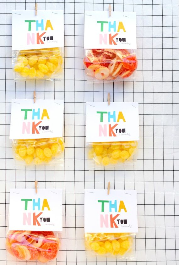 Free Printable: colorful favor bag toppers