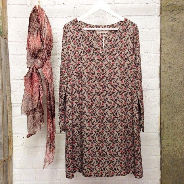 Мягкий шарф и модала с шерстью, Ottod'Ame,  Платье А-силуэта из тонкой шерсти в мелкий цветочек, боковые карманы, Ottod'Ame