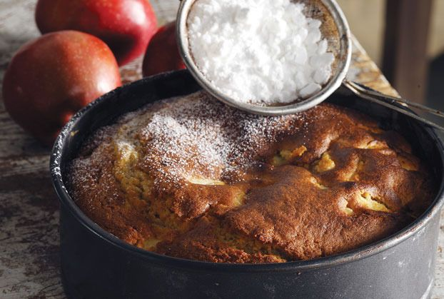 Afrati-paneukoli milopita  applepie  2 φλ. τσαγιούαλεύρι που φουσκώνει μόνο του   2 κ.γλ.μπέικιν πάουντερ   1 φλ. τσαγιούβούτυρο   1½ φλ. τσαγιούζάχαρη   2αυγά   4μήλα κομμένα σε κυβάκια   1/2 φλ. τσαγιούκονιάκ   1/2 φλ. τσαγιούγάλα   1 κ.γλ.κανέλα   1 κ.γλ.γαρίφαλο