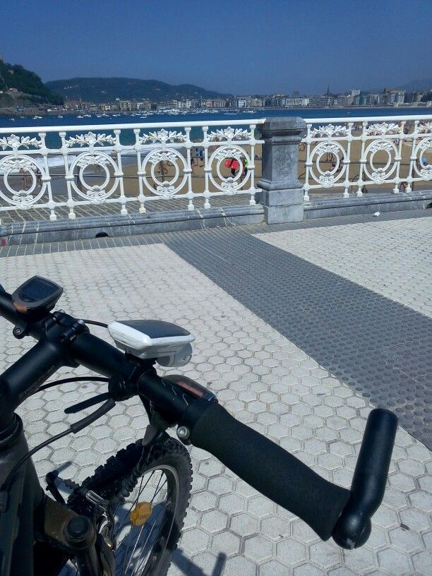 In bicycle to beach
