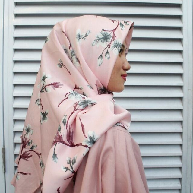 Saya menjual Hijab Segi Empat seharga Rp55.000. Dapatkan produk ini hanya di Shopee! https://shopee.co.id/veils/400814190 #ShopeeID