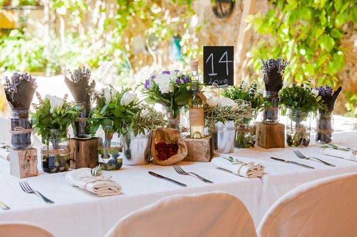 Bridal art de la table for a country chic wedding!nLavender, Basils, Roses, Lisianthus...