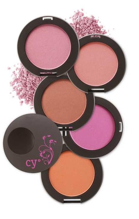 Cy° Chek a chic de Cyzone  www.cyzone.com #PrimerasVecesbyCyZone el maquillaje ya es llamativo asi que para no parecer un payasito utlizaria un blush en un rosita claro