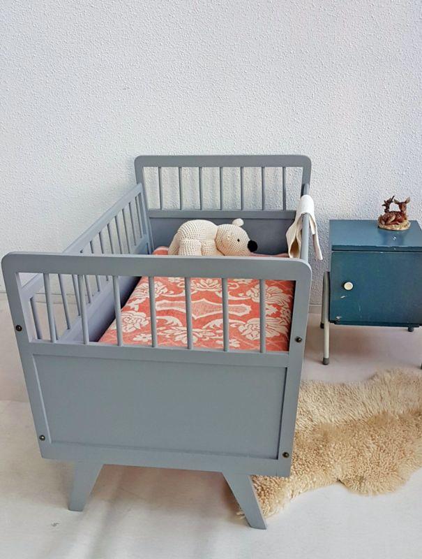 Vintage houten baby ledikantje | Studio Wietske