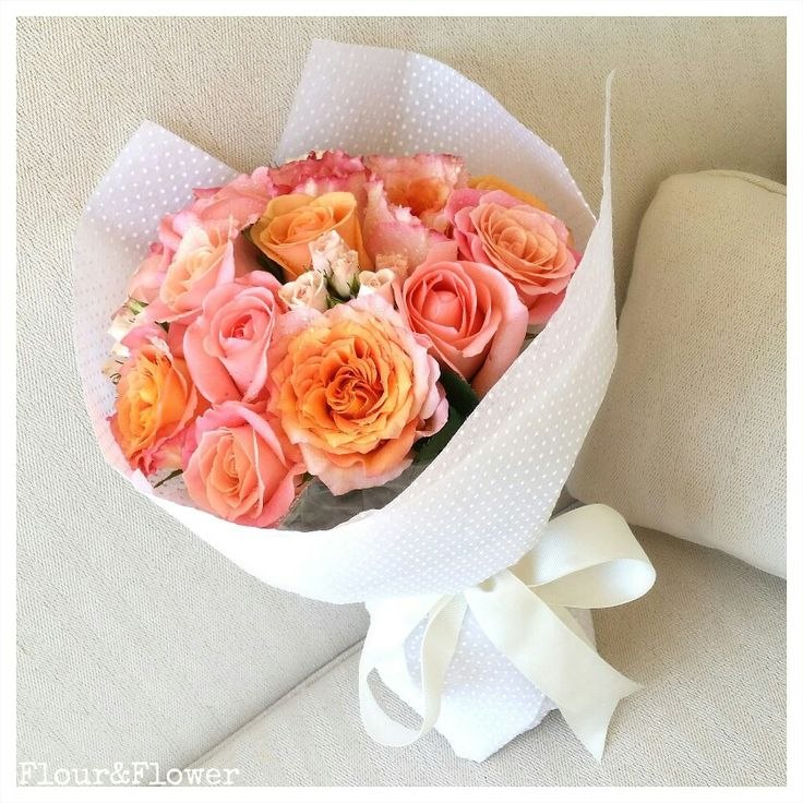 A bouquet of roses and spray roses, Flour&Flower, Bahrain. Visit our Instagram profile @mylittleflowershop