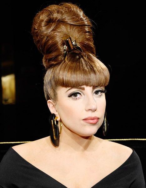 """Lady Gaga Lady Can't Walk, Postpones Tour Due to """"Inflammation of Joints""""(Lupus)"""