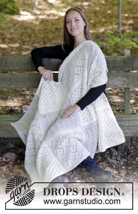Gebreide deken met vierkanten in kantpatroon