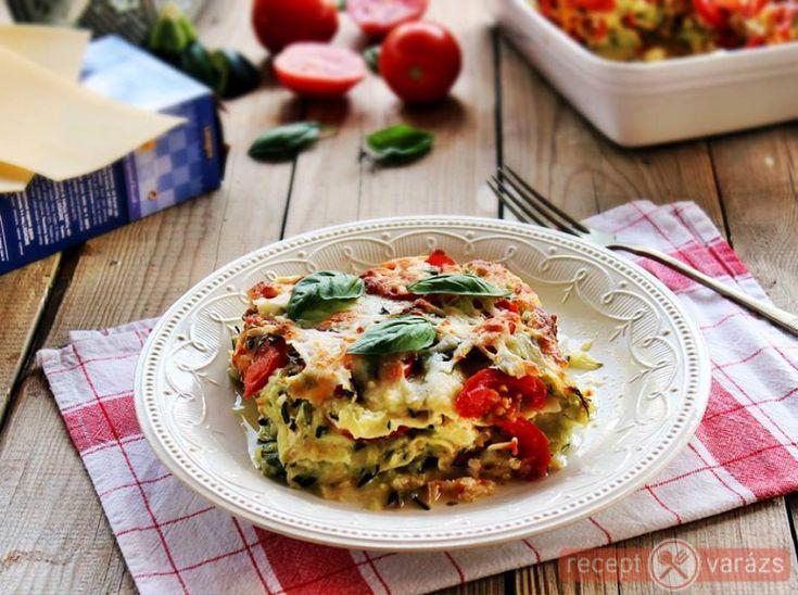 Lasagne újragondolva. Cukkinis-paradicsomos lasagne recept Készítsd el akár 2, vagy 12 főre, a Receptvarazs.hu ebben is segít!