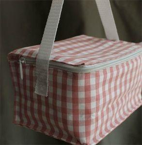 lunch box en tissu et isotherme pour mon déjeuner au boulot.