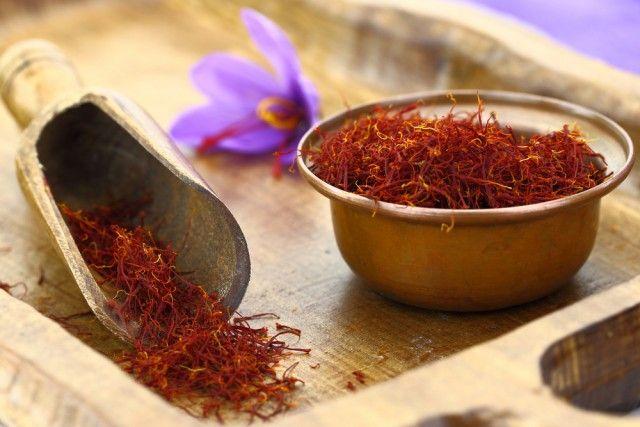 Saffraan, een specerij om de smaak gerechten en een natuurlijk antidepressivum