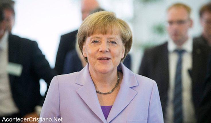 """S.N.R.*: Angela Merkel dice que """"Europa necesita cristianos valientes con principios bíblicos"""" - http://adventistnewsonline.com/s-n-r-angela-merkel-dice-que-europa-necesita-cristianos-valientes-con-principios-biblicos/ #Ángela, #Bíblicos, #Cristianos, #Dice, #Merkel, #Necesita, #Principios, #SNR, #Valientes, #Europa #adventist #adventista #adventistnews"""
