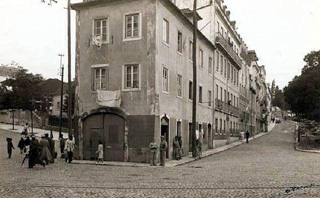 Estrela - Rua Domingos Sequeira à esq. e Rua da Estrela à dir. Jardim da Estrela à direita.