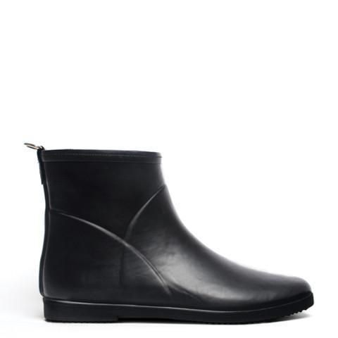 Alice + Whittles signature hand-crafted wild rubber ankle rain boot with minimalist sleek silhouette. Round toe and fits the form of the foot. You don't need to sacrifice sustainability for function or design. Free Shipping to Canada and USA - Flat rate rest of the world