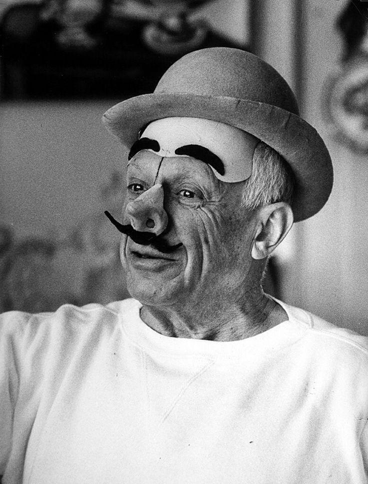 Говорит и показывает: цитаты Пабло Пикассо о том, как быть художником, нарисовать дикость и полюбить дверную ручку