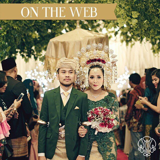 Pernikahan adat Sunda dan Minang memang memiliki keunikan sendiri-sendiri. Salah satunya hiasan kepalanya yang sangat cantik. Pernikahan hari ini bercerita tentang Muthia dan Jagat, yuk simak inspirasi-nya!  Photo: @lemotionphoto  Decor: @richart_decoration  Attire: @elbanatassa  Makeup: @jasminelishava  Invitation: @kenang.design  Catering: @dwitunggalcitra  WO: @byants_