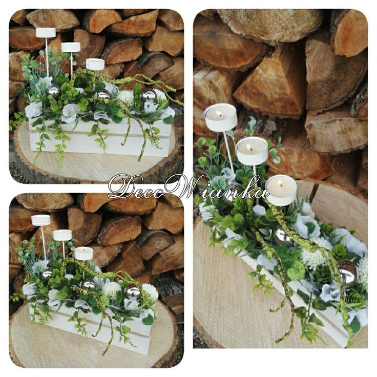 Kompozycja kwiatowa z srebrnymi kulami i swiecznikami.Pięknie będzie się prezentować postawiona na stole,parapecie czy tam gdzie tylko poniesie Cię wyobraźnia.Zapraszam do naszego sklepu internetowego www.decowianka.pl