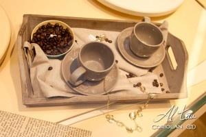 Dimineata, la micul dejun, langa aroma de cafea proaspata si o margareta alba, te-ar surprinde sa gasesti un inel cu diamant?