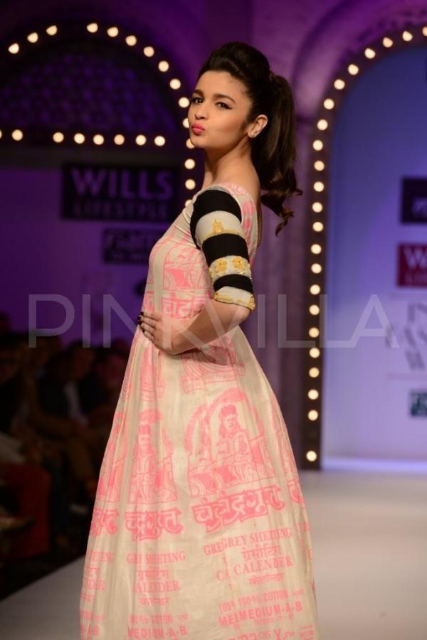 Alia Bhatt walks for Masaba Gupta & Satya Paul at Wills Lifestyle IFW | PINKVILLA