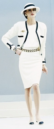 Chanel suit, classic, 1986. Model: Inès de la Fressange that never dates. Style over trends #myfavouritestyles#mykindofstyle#style over trends