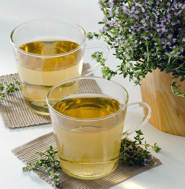 Kašlete? Kloktajte tymian!  Vedeli ste, že tymian rozpúšťa hlieny? Pri kašli ho môžete použiť ako čaj a tinktúru ako kloktadlo. Masť s tymianom vám pomôže pri bolesti kĺbov.