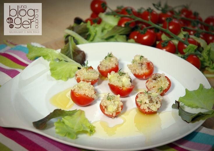 Pomodoro ciliegino ripieno di quinoa, un antipasto sfizioso e vegetariano, con pomodoro ciliegino lombardo Ortoqui, cetriolo, cipollotto, olive.