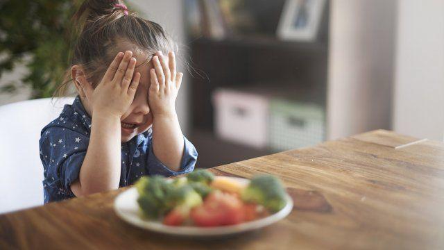 Votre enfant refuse le repas que vous avez préparé? Ne vous inquiétez pas, il n'est pas le seul! De nombreux enfants deviennent des mangeurs difficiles, surtout entre l'âge de 1 an et 6 ans.