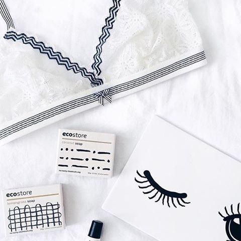 Beautifully monochrome from @veronikajorjobert ✔️⚪️⚫️ #regram #weekend #ecoliving #style